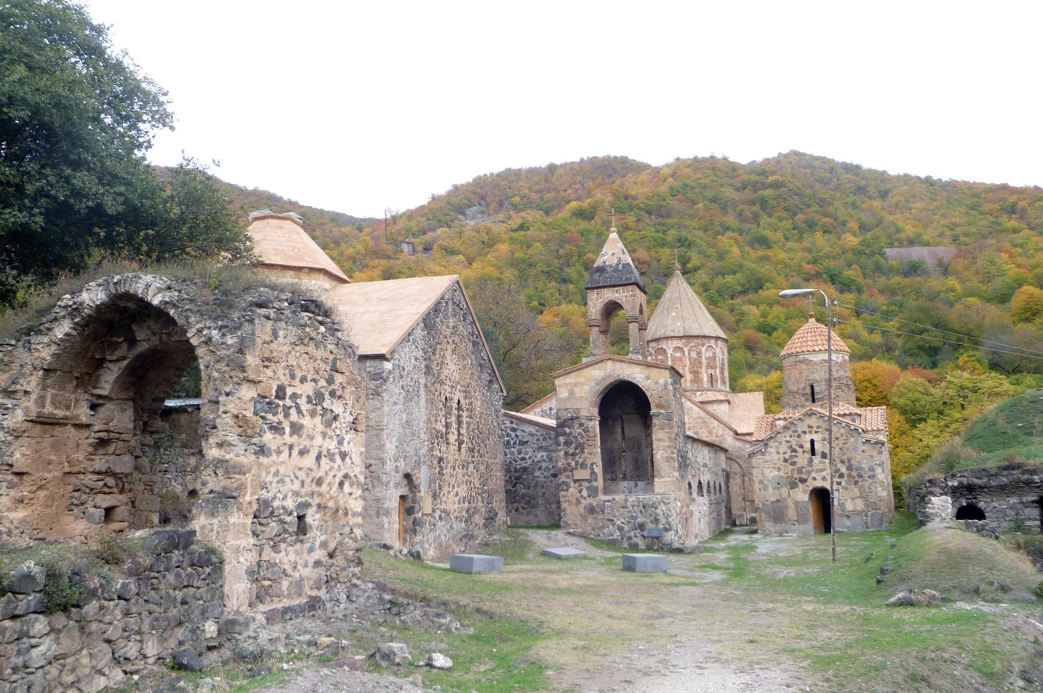 Dadivank kolostora – a templomi kegytárgyakat is magukkal viszik a menekülők   AZ1.HU